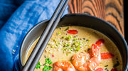 Zupa w stylu tajskim z krewetkami i serkiem topionym
