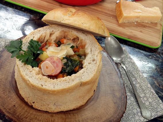 Zupa włoska w chlebku /Polsat