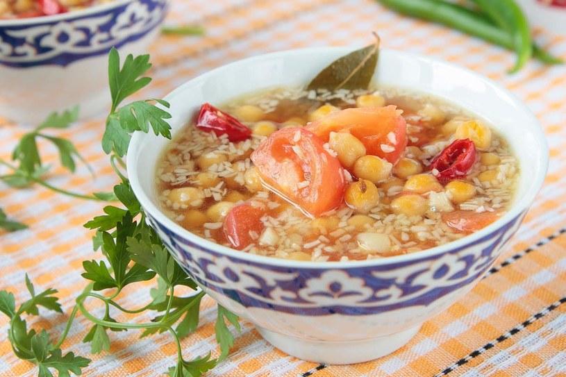 Zupa z ciecierzycy /123RF/PICSEL