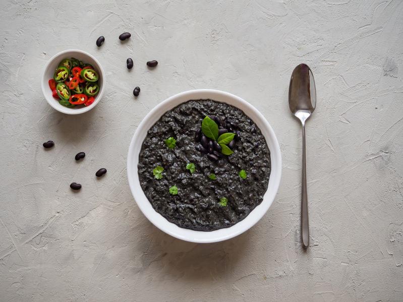 Zupa z czarnej fasoli /©123RF/PICSEL