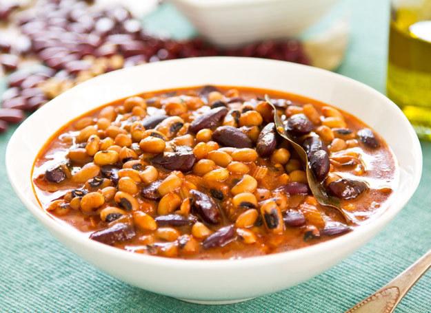 Zupa z fasoli jest bardzo pożywna. /123RF/PICSEL