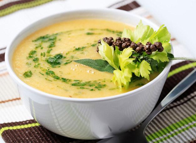 Zupa z kalafiora jest daniem dietetycznym. /123RF/PICSEL
