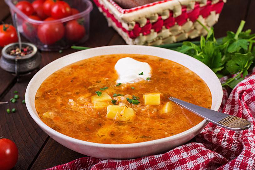 Zupa z kapustą i ziemniakami /123RF/PICSEL