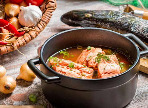 Zupa z łososiem /123RF/PICSEL