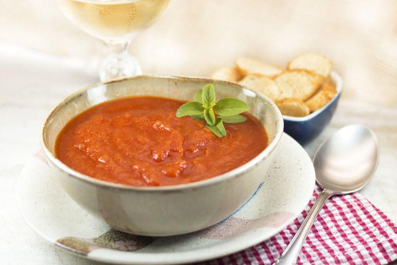 Zupa z lubczykiem /123RF/PICSEL