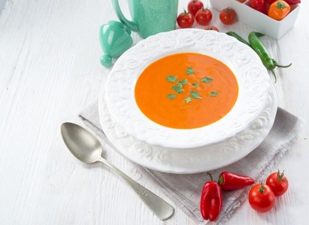 Zupa z papryki doskonale rozgrzewa w chłodne dni /123RF/PICSEL