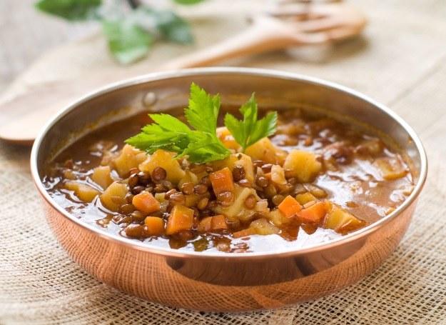Zupa z soczewicy rozgrzeje w chłodny, jesienny wieczór /123RF/PICSEL