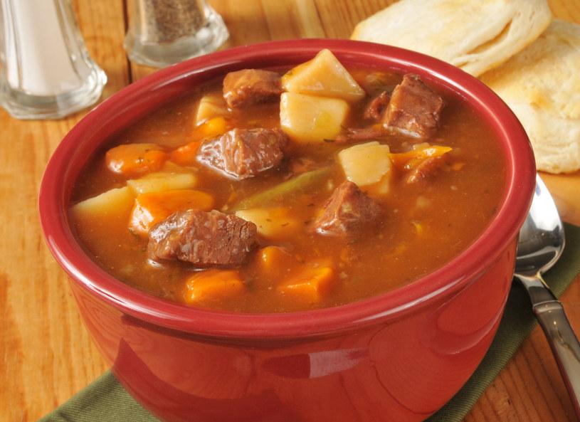 Zupa z wieprzowiną /123RF/PICSEL