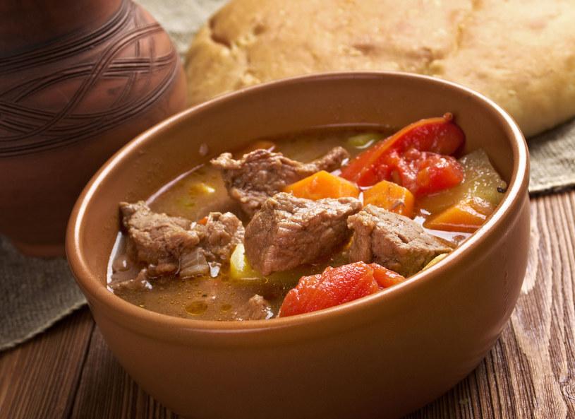 Zupa z wołowiną /123RF/PICSEL