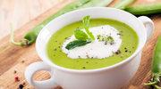 Zupa z zielonego groszku z ziemniakami i rukolą