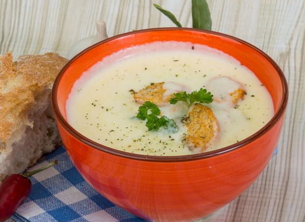 Zupę możesz podać z grzankami /123RF/PICSEL