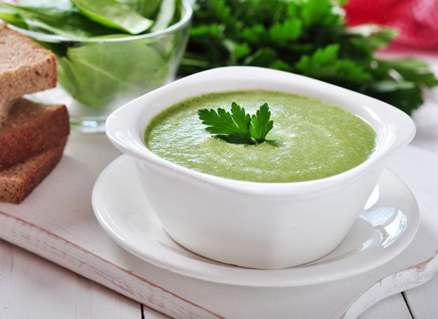 Zupę możesz podać z grzankami /Picsel /123RF/PICSEL