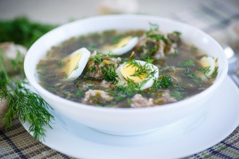 Zupę szczawiową trzeba podawać z jajkiem i śmietaną