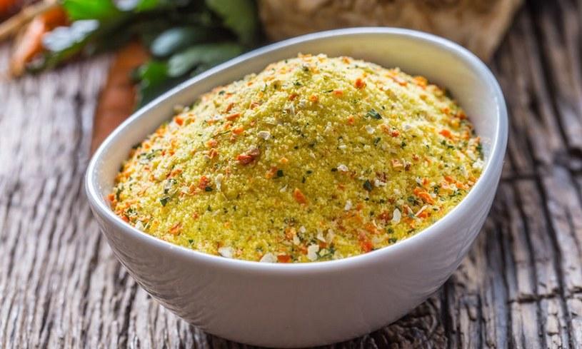 Zupy lepiej przyprawiać ziołami /123RF/PICSEL