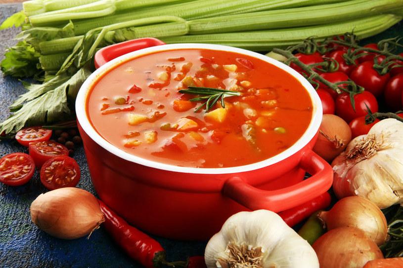Zupy są niskokaloryczne i lekkostrawne /123RF/PICSEL