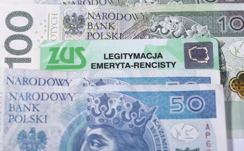 ZUS i fiskus skutecznie łupią Polaków /123RF/PICSEL