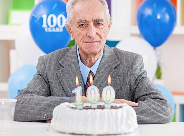 ZUS wypłaca honorowe świadczenie każdemu, kto ukończył 100 lat /©123RF/PICSEL