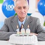 ZUS wypłaca honorowe świadczenie każdemu, kto ukończył 100 lat