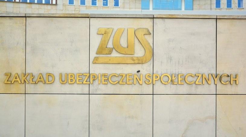 ZUS wypłaca miliardy złotych postojowego /123RF/PICSEL