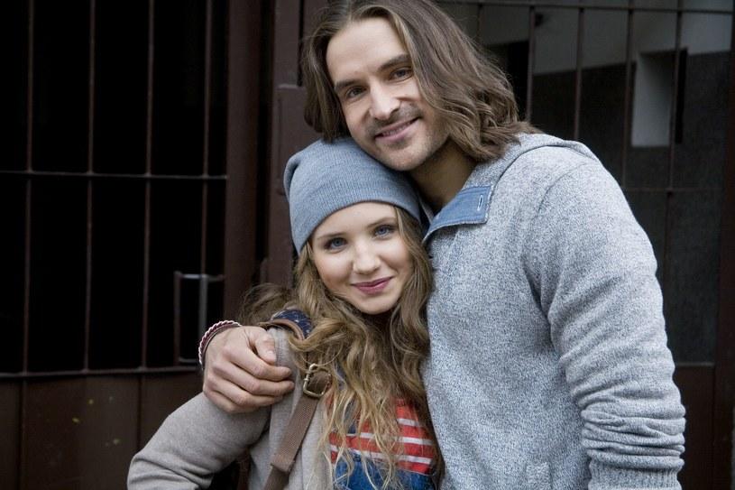 Zuza (Agnieszka Dobczyńska) nie wierzy, że Roberta i Agatę łączy ich tylko przyjaźń i bierze sprawy w swoje ręce... /Polsat