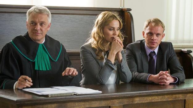 Zuza i Kamil liczą na to, że sąd przyzna im opiekę nad Ulą. Niestety... /TVN