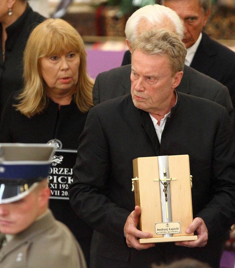 Zuzanna Łapicka-Olbrychska i Daniel Olbrychski na pogrzebie Andrzeja Łapickiego, 2012 r. /Jan Kucharzyk /East News