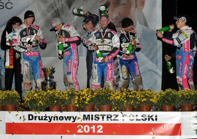 Żużlowcy Azotów Tauron Tarnów zostali drużynowymi mistrzami Polski /Fot. Darek Delmanowicz /PAP
