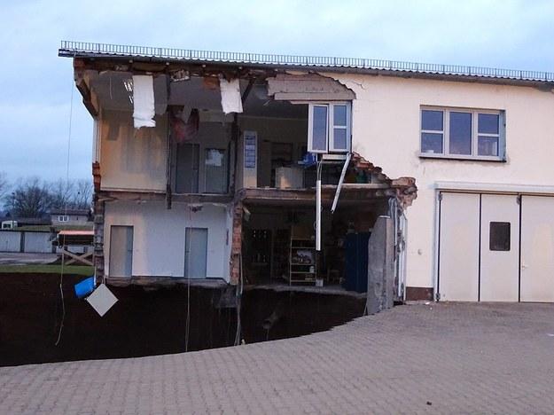 Zwaliły się ściany pobliskich budynków /JESSICA PIPER/NORDHAUSEN COUNTY /PAP/EPA