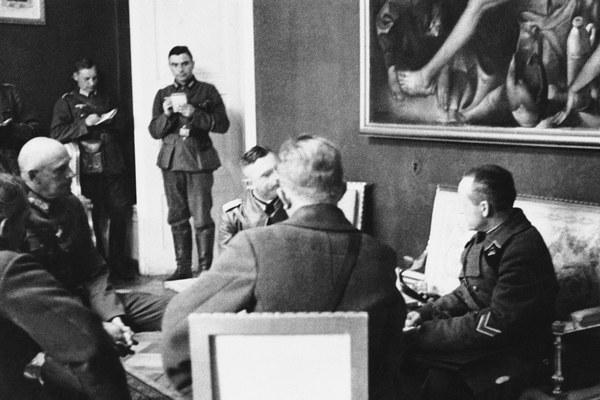 Na zdjęciu: Spotkanie niemieckich i sowieckich oficerów w Białymstoku 23 września 1939 roku