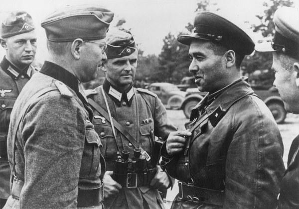 """28 września 1939 roku zawarty został """"Traktat Sowiecko-Niemiecki o Granicy i Przyjaźni"""", któremu towarzyszyły tajne protokoły dodatkowe. We wstępie do traktatu stwierdzano: """"Rząd Rzeszy Niemieckiej i rząd ZSRS uznają, po upadku dotychczasowego państwa polskiego, za wyłącznie swoje zadanie przywrócenie na tym terenie pokoju i porządku oraz zapewnienie żyjącym tam narodom spokojnej egzystencji, zgodnej z ich narodowymi odrębnościami""""."""