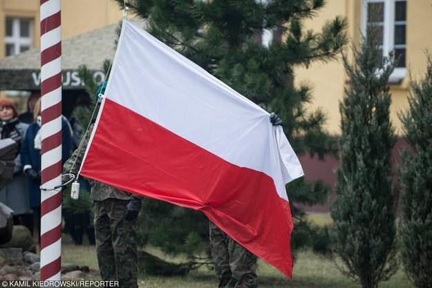 Związki chcą po 600 zł podwyżki, propozycja resortu to ok. 200 zł /Kamil Kiedrowski /Reporter