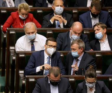 Związki oburzone podwyżkami dla polityków. Płace w budżetówce zamrożone