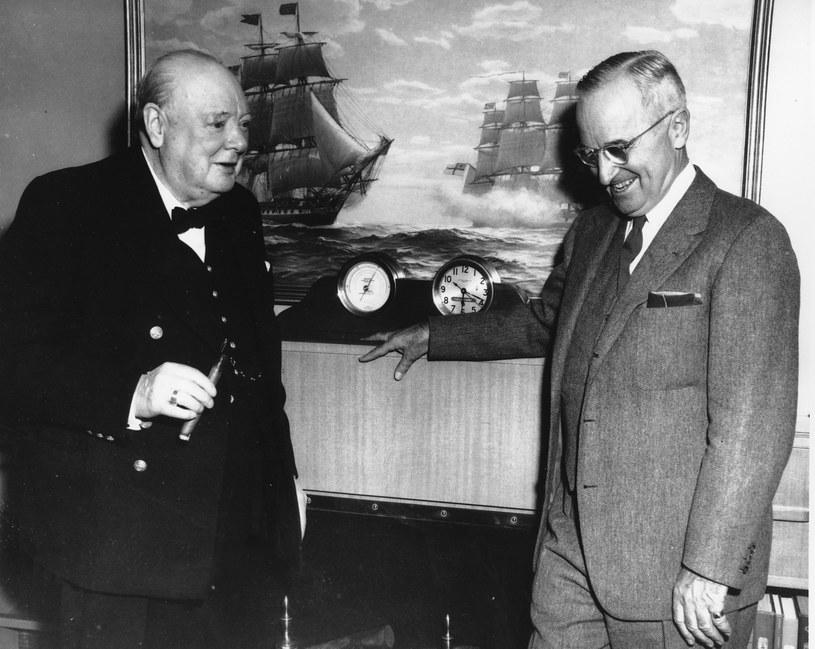 Związki przywódców Wielkiej Brytanii iStanów Zjednoczonych z organizacjami wolno mularskimi nie są dziś żadną tajemnicą. Do lóż należało kilkunastu amerykańskich prezydentów, w tym Harry Truman (tutaj na zdj.zWinstonem Churchillem, również masonem). /Assosiated Press /East News