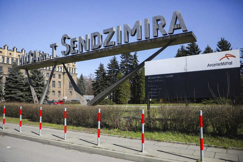 Związkowcy domagają się pilnego spotkania z prezesem zarządu ArcellotMittal Poland /Beata Zawrzel/REPORTER /Reporter