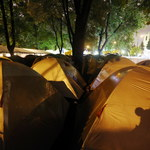 Związkowcy spędzili pierwszą noc w miasteczku namiotowym przed Sejmem