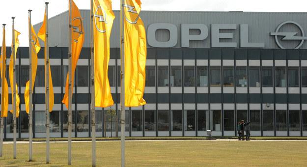 Związkowcy z Opla pytają: Co robi PiS rząd, aby ochronić miejsca pracy? /AFP