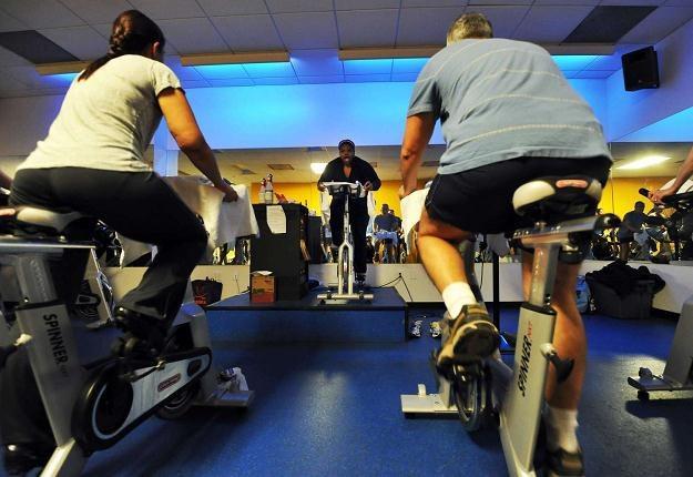Zwiększenie aktywności fizycznej może pomóc w walce z otyłością /AFP