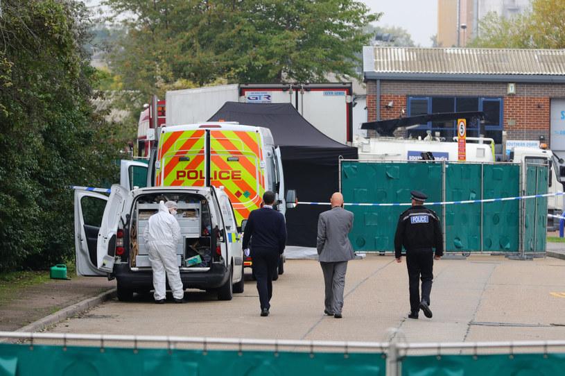Zwłoki 39 osób znaleziono w przyczepie ciężarówki /Aaron Chown / Press Association /East News