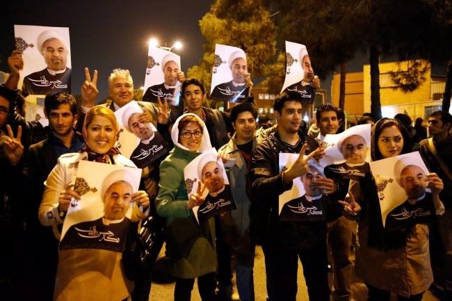 Zwolennicy irańskiego prezydenta Hassana Rowhaniego /STR /PAP/EPA