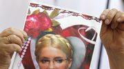 Zwolennicy Julii Tymoszenko protestujący przed sądem okręgowym w Kijowie