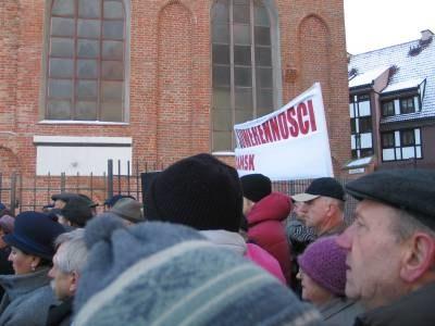 Zwolennicy prałata od kilku miesięcy organizują wiece poparcia dla niego /arch. RMF
