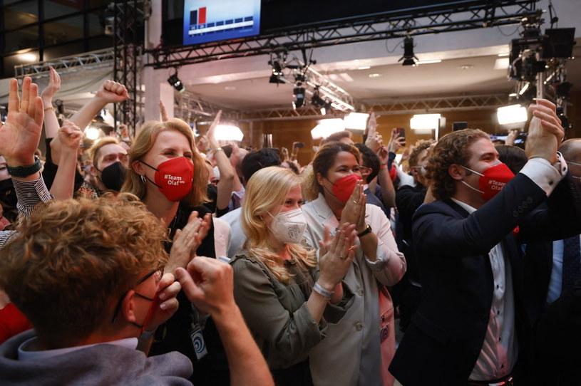 Zwolennicy SPD podczas ogłoszenia wyników wyborów do Bundestagu /ODD ANDERSEN / AFP /AFP