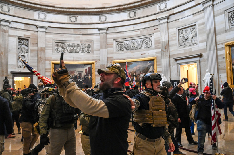 Zwolennicy Trumpa na Kapitolu /SAUL LOEB /AFP