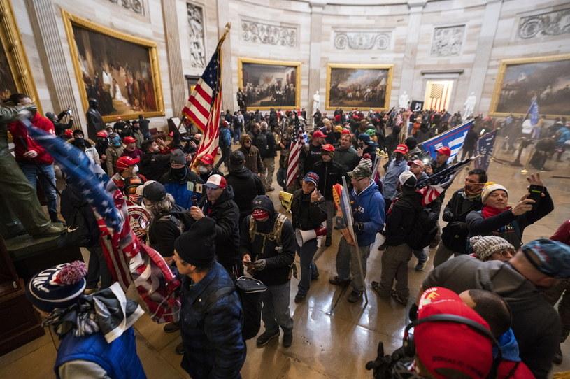 Zwolennicy Trumpa w Kapitolu /JIM LO SCALZO /PAP/EPA