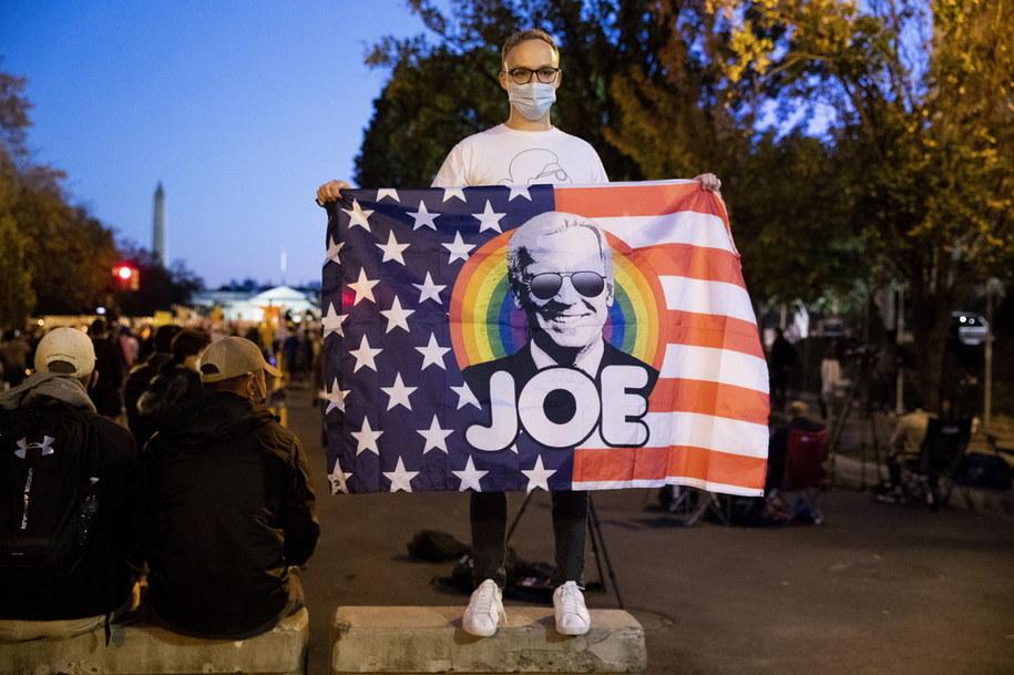 Zwolennik Joe Bidena w okolicach Białego Domu /MICHAEL REYNOLDS    /PAP/EPA