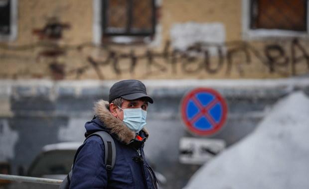 """Zwolnienie zaszczepionych z przestrzegania obostrzeń? Ponad Połowa Polaków jest na """"nie"""""""