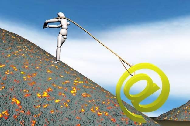 Zwracanie się o pomoc do społeczności internetowej to nie zawsze dobry pomysł  fot. Sergio Roberto /stock.xchng