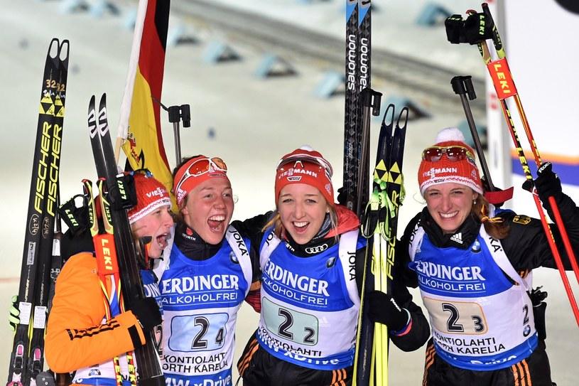 Zwycięskie Niemki, od lewej: Franziska Hildebrand, Laura Dahlmeier, Franziska Preuss i Vanessa Hinz /AFP