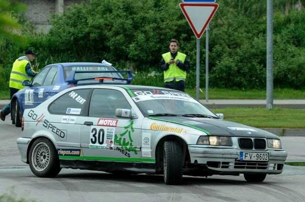 Zwycięzcy rajdu Tidmanis/Bumbulis i ich BMW /