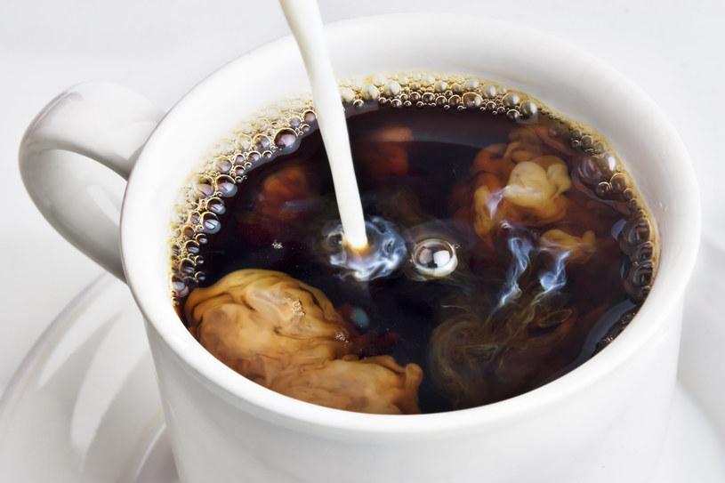 Zwykła kawa z mlekiem ma następczynię. Teraz hitem jest kawa proteinowa! /123RF/PICSEL